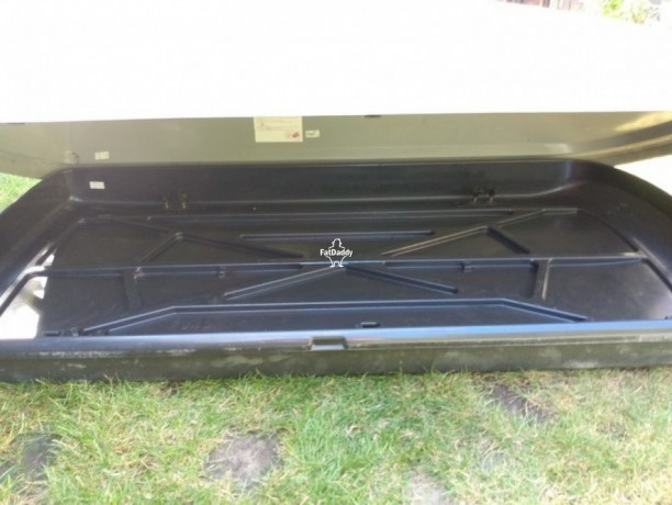 used-thule-roof-box-in-reigate-for-sale-big-2